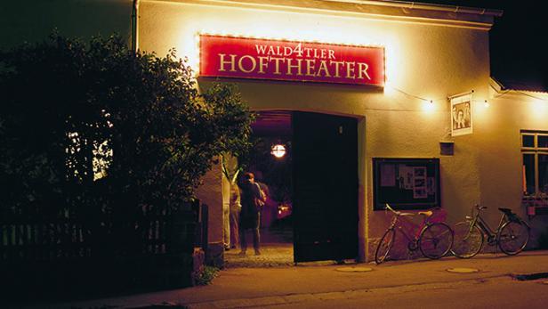 wald4tler-hoftheater-eingang-c-andreas-roessler-0.jpg