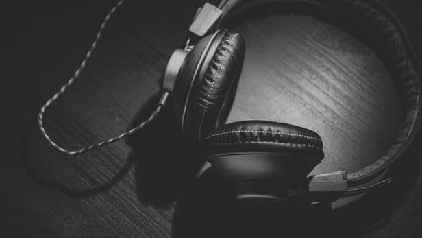 headphones-690685-340.jpg