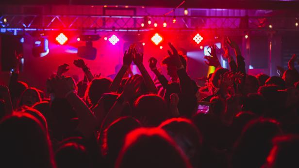 party-club-sujet-long-truong-unsplash.jpg