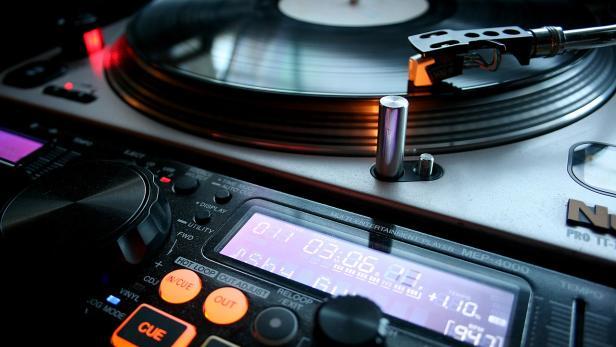 vinyl-4722544-1280.jpg