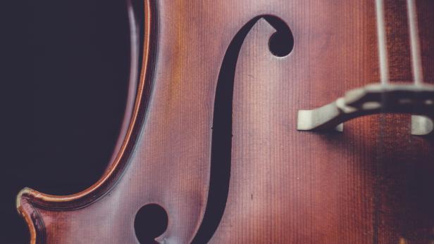 cello-sujet-ira-selendripity-unsplash.jpg
